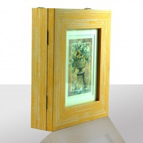 Schlüsselkasten gelb, goldene Vase