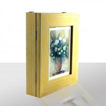 Schlüsselkasten gelb, mit blau-weißen Blumenstrauß